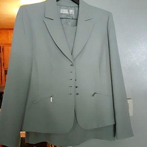 2 pc suit size 16